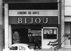 """Cine Bijou, na Praça Roosevelt, em 7/6/1971. Em cartaz ofilme """"Perdidos na Noite"""". Antônio Lúcio"""