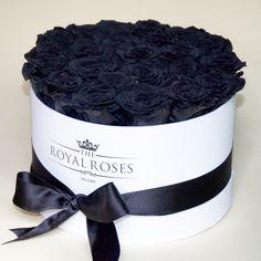 The ultimate contrast. An elegant companion ☯❤ #theroyalroses #blackrose #blackandwhite #preservedroses #lastmorethan1year