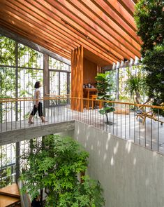 Familienzimmer im Stepping Park House von Vo Trong Nghia in Ho-Chi-Minh-Stadt, Vietnam. Patio Interior, Interior Exterior, Tropical Architecture, Interior Architecture, Houston Architecture, Architecture Portfolio, Design Exterior, Park Homes, Tropical Houses