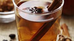 Take that warm cup of hot apple cider to the next level by adding cinnamon sticks, allspice and cloves! Cream Aga, Cookie Games, Decorating With Sticks, Hot Apple Cider, Professional Chef, Mulled Wine, Roasted Turkey, Yummy Drinks, Cold Drinks