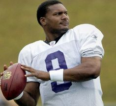 Steve McNair in 2007 (© Steve Ruark/AP) Star NFL quarterback was believed to have been sleeping when he was shot and killed on July at age Tennessee Oilers, Tennessee Titans, Celebrities Who Died, Celebs, Weird News, African American Men, National Football League, Rest In Peace, State University
