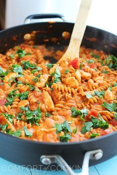 """Pinner: """"Creamy Italian Chicken & Pasta Skillet - This was SO good. Took longer for the pasta to cook, used a thicker organic kind. Can't wait to eat it again tonight, love, love love! Italian Dishes, Italian Recipes, New Recipes, Favorite Recipes, Yummy Recipes, Quick Recipes, Recipies, Pasta Recipes, Chicken Recipes"""