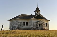 Larsen Adventure Chronicles: Small Town North Dakota, the Ghost Towns Abandoned Farm Houses, Old Abandoned Buildings, Old Buildings, Abandoned Places, Old Houses, Old Mansions, Abandoned Mansions, Old School House, School Days