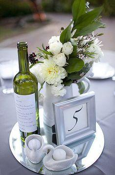 Cette assiette ronde effet miroir sera l'allié de vos centres de table ! Vous pourrez mettre en valeur vos numéros de table, bougies, vases, coupelles, chandeliers, photophores, en leur donnant du relief et de l'éclat, tout en protégeant vos tables des éventuelles coulures de cire. http://www.mariage.fr/assiette-rond-en-miroir-25-cm.html