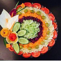 New fruit and vegetables art inspiration Ideas Food Design, Salad Design, Vegetable Decoration, Food Decoration, Veggie Platters, Food Platters, Salad Presentation, Creative Food Art, Food Carving