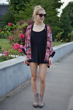 Blogger Kristiana wearing Quiz Clothing Kimono http://www.kristianavasarina.com/2014/07/how-to-tone-down-playsuit.html