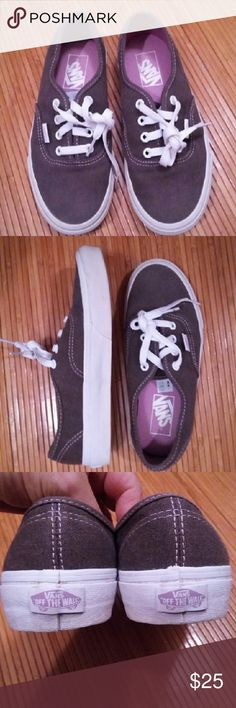 Vans sneakers sz.Wo 6.5 Vans sneakers sz.Wo 6.5 Excellent used condition...worn just a couple times...rim slightly dirty Vans Shoes Sneakers