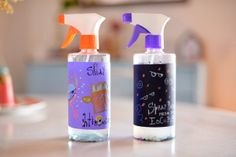 See how to make this fun and cute Anti-monster spray to help stop the kids fears! (in Portuguese) Monster Spray, Aerosoles, Ideias Diy, Baby Fever, Spray Bottle, Kids And Parenting, Cleaning Supplies, Personal Care, Fun