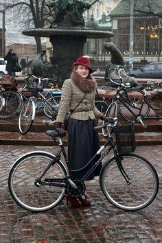 From Easily Vintage: Winter Tweed Run Helsinki  Stunning and recreatable!