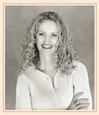 Non è tra le mie preferite, ma è sicuramente la più famosa del momento ed ammetto che ha anche un grande talento creativo. Anne Geddes ha creato un suo stile compositivo personale prediligendo l'infanzia, è anche impegnata per la difesa dei diritti dei bambini.  See more on: http://it.wikipedia.org/wiki/Anne_Geddes  Anne Geddes (Home Hill, 15 settembre 1956)