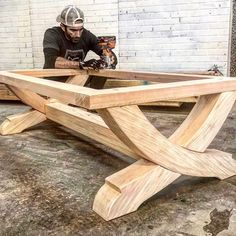 Sweeping Beam Coffee Table - DIY plans on how to make this simple yet AMAZING coffee table! Step by step instructions and temp - Diy Furniture Plans, Woodworking Furniture, Teds Woodworking, Wood Furniture, Woodworking Projects, Woodworking Beginner, Woodworking Articles, Woodworking Quotes, Unique Woodworking