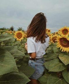 Imagem de girl, sunflower, and flowers