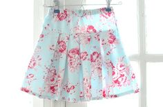 Easy Peasy Pleated Skirt Tutorial. My sister made this for her little girl and it turned out adorable!
