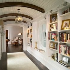 When you redecorate your home, don't neglect the hallway! Draw on these inspired examples to dress u