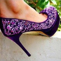 Purple Pumps with Beads Purple Love, All Things Purple, Shades Of Purple, Purple Stuff, Deep Purple, Pretty Shoes, Cute Shoes, Me Too Shoes, Awesome Shoes