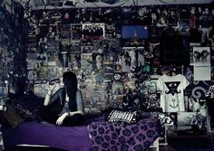 exotixa:  Reblog or love FOR THIS ROOM! D: Remember to follow for more emo/scene/punk/rock/hardcore/gothic updates