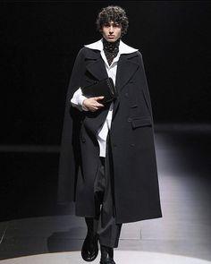 Men Fashion Show, Mens Fashion, Runway, Outfits, Moda Masculina, Cat Walk, Man Fashion, Walkway, Suits