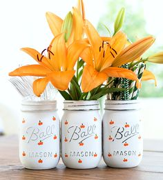 Pumpkin Mason Jar Craft - Fall Decor Ideas - Painted Pumpkin Mason Jars for Fall - Halloween Craft Idea with Mason Jars