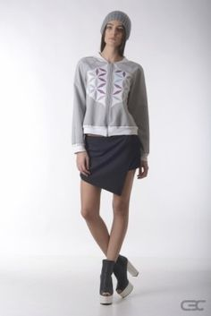 Crepe Black Collar grey warm-keeping bomber jacket with geometric flowers and asymmetric black shorts. Check out the online shop for details. Geometric Flower, Skirt Pants, Black Shorts, Bomber Jacket, Pastel, Normcore, Spring Summer, Warm, Grey