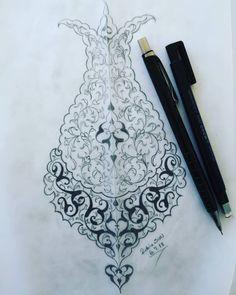 Lale formunda olsun bir tanede💕🌺🌸🍃#tezhip #desen #tasarim #şemse #gelenekselsanatlar#art #sanat Islamic Art Pattern, Arabic Pattern, Pattern Art, Arabic Calligraphy Art, Arabic Art, Gothic Pattern, Illumination Art, Persian Motifs, Hand Embroidery Designs