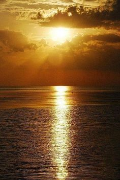 The beach. Particularly the sunset at the beach. Beautiful World, Beautiful Places, Beautiful Pictures, Beautiful Scenery, Foto Picture, Beautiful Sunrise, Florida Beaches, Florida Keys, Belle Photo