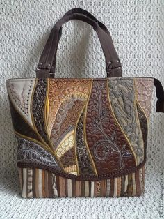 ideas patchwork for yongs Diy Bags Patterns, Purse Patterns, Patchwork Bags, Quilted Bag, Handmade Handbags, Handmade Bags, Handmade Bracelets, Tote Handbags, Purses And Handbags