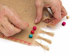 Mantel individual con cuentas – cuentas – Placemat with beads – beads – Burlap Crafts, Fabric Crafts, Diy And Crafts, Paper Napkins For Decoupage, Burlap Table Runners, Crochet Decoration, Free Sewing, Twine, Diy Fashion