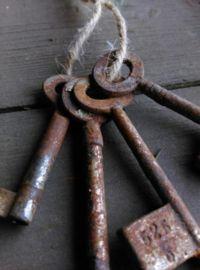 Oude Brocante Set Sleutels aan Touw