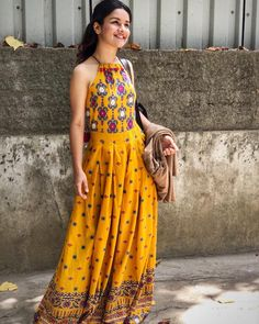 Rs Stylish Yellow Printed Rayon Women's Kurti Size : S (Bust – inches) M (Bust – – Art Kurta Designs, Blouse Designs, Western Dresses, Indian Dresses, Indian Outfits, Indian Clothes, Indian Designer Outfits, Designer Dresses, Indian Attire