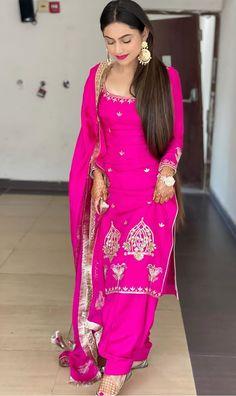 Punjabi Suit Neck Designs, Neck Designs For Suits, Fancy Blouse Designs, Party Wear Indian Dresses, Designer Party Wear Dresses, Kurti Designs Party Wear, Punjabi Suit Boutique, Punjabi Suits Designer Boutique, Embroidery Suits Punjabi