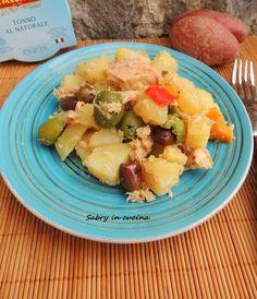 Insalata di patate, tonno e olive