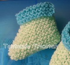 Tentando Tricotar: Sapatinho 2 cores muito fácil Fingerless Gloves, Arm Warmers, Crochet Hats, Cute, Babys, Pasta, Knitted Baby Booties, Crochet Baby Boots, Baby Shoes Tutorial