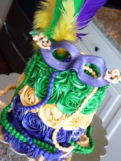 Mardi Gras cake #mimissweetcakesnbakes #mardigrascake