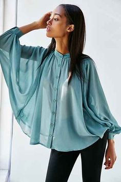 Kimchi Blue Volumes Blouse don't like the shirt just the shot Stylish Dress Designs, Designs For Dresses, Stylish Dresses, Fashion Dresses, Fashion Sewing, Denim Fashion, Baby Frocks Designs, Casual Fall Outfits, African Fashion