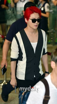 Junsu at Gimpo Airport heading to Beijing 140822