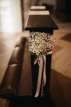 Distinctive Gifts Mean Long Lasting Recollections Super Wedding Flowers Church Catholic Pictures 24 Ideas Church Wedding Catholic, Church Wedding Flowers, Church Wedding Ceremony, Church Wedding Decorations, Chapel Wedding, Flower Decorations, Dream Wedding, Church Pews, Church Weddings