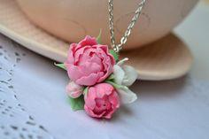 Rosa Pfingstrosen Halsbandanhänger. Rosa Blume Anhänger Halskette. Pfingstrose Blüte Schmuck. Polymer Clay Blume Halskette