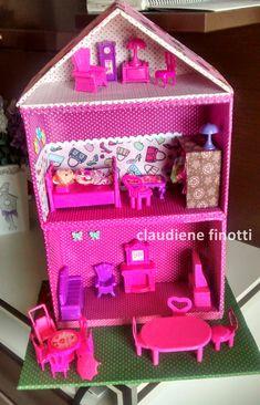 Oi gente que adora artesanato!     Sabiam que a postagem mais visitada do meu blog é uma que mostra a Casa de Boneca de Papelão que fiz pa...