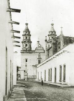 Templo y calle de San Miguel el Alto Jalisco Mexico