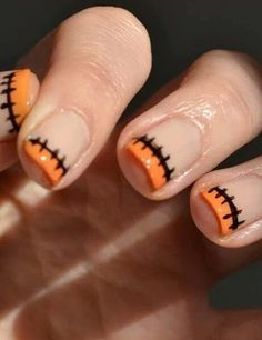 Halloween mani, love but instead of orange i would do green or purple. Are you looking for easy Halloween nail art designs for October for Halloween party? See our collection full of easy Halloween nail art designs ideas and get inspired! Cute Halloween Nails, Halloween Nail Designs, Halloween Halloween, Halloween Costumes, Cute Nails, Pretty Nails, Nail Art Designs, Maquillage Halloween, Holiday Nails