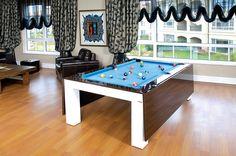 Evinde farklı tasarımlara sahip mobilya kullanmaktan hoşlanan birde bilardo masası şeklinde tasarıma sahip yemek masasına mutlaka göz atmalı.