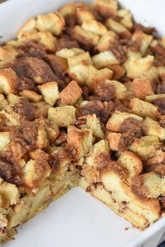 How to make a deliciously easy French toast casserole, a make ahead recipe that's perfect for a crowd and makes a quick breakfast on busy mornings. Easter Breakfast Recipes, Breakfast Bake, Sweet Breakfast, Breakfast Casserole, Brunch Recipes, Breakfast Ideas, Bread Recipes, Brunch Ideas, Toast Ideas