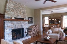 traditional living room by Adrienne DeRosa