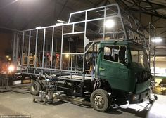 A skilled craftsman from Somerset is making hay by converting old horseboxes into luxury mobile homes. These pictures show his latest restoration: of a Mercedes horsebox. Horse Box Conversion, Camper Van Conversion Diy, Luxury Mobile Homes, Luxury Rv Living, Toyota Camper, Truck House, Big Van, Motorhome Conversions, Old Mercedes