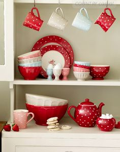 Red, polka dot dishes in a white cabinet Red Kitchen, Vintage Kitchen, Kitchen Decor, Red And White Kitchen, Kitchen Display, Kitchen Stuff, Kitchen Ideas, Cosy Home, Red Cottage