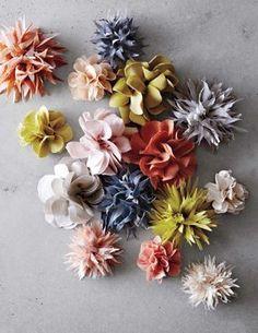 Stoffblumen machen sich mit ihr selbst vertrauten Ideen