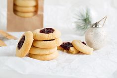 A quick and easy, old favourite cookie recipe that everyone loves. Also perfect baked and packaged as a gift. Christmas Food Gifts, Christmas Cooking, Gluten Free Treats, No Bake Treats, Jam Drops Recipe, Almond Jelly, Cookie Recipes, Dessert Recipes, Desserts