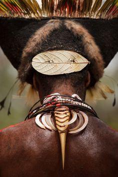 Papua New Guinea | Details: Huli man, Tari | ©Lachlan Towart