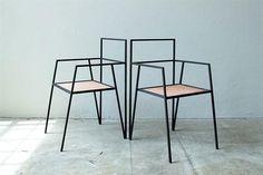 10 diseños en hierro y madera para lograr un estilo industrial De la colección Alpina, sillas con estructura de hierro macizo y plano de metal desplegado de cobre (Ries).