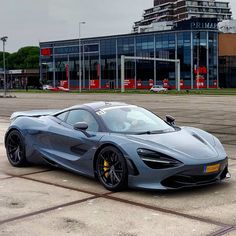 The McLaren was unveiled at the 2014 Geneva Motor Show by McLaren Automotive as a replacement for the McLaren and is currently in production. The car is available as a 2 door coupe and as a open top roadster. Ferrari, Lamborghini, Sexy Cars, Hot Cars, Porsche, Audi, Mclaren Cars, Mclaren P1, Bugatti